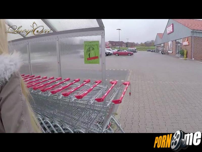 Public Creampie-Fick Vor dem Supermarkt!
